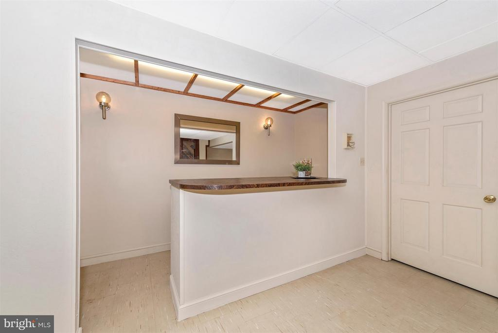 Basement Bar, great for entertaining! - 12403 HILL CT, MOUNT AIRY