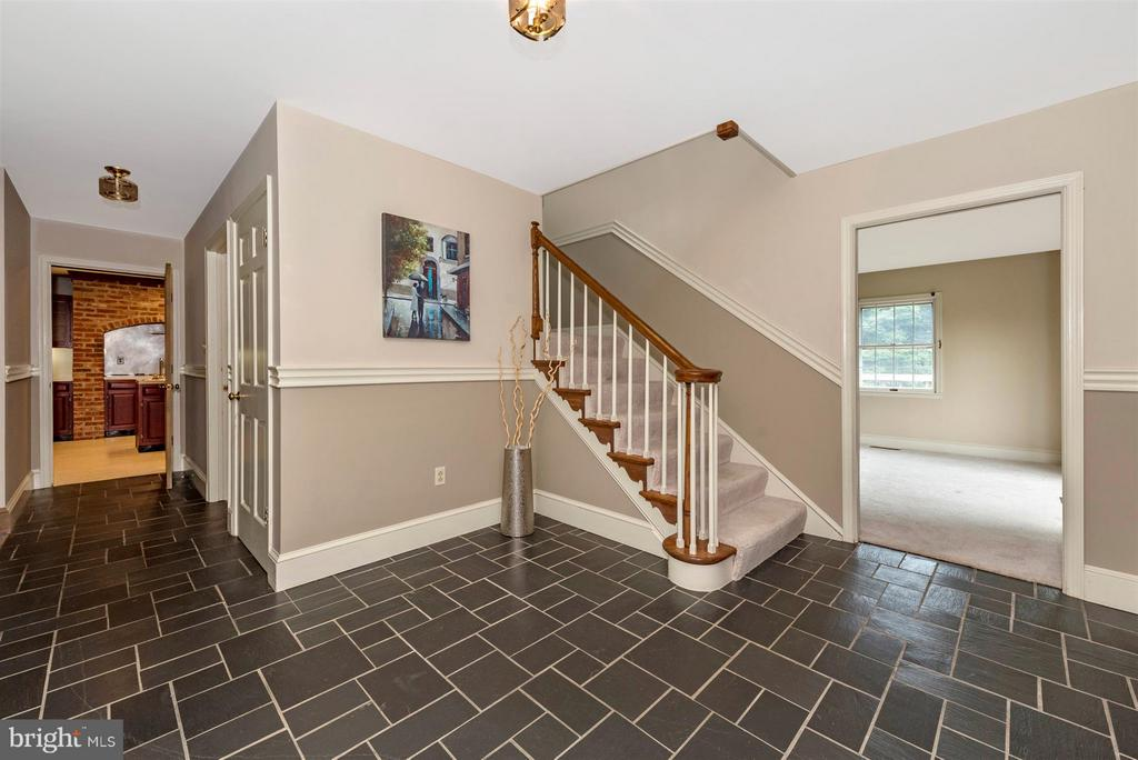Welcoming Foyer! - 12403 HILL CT, MOUNT AIRY