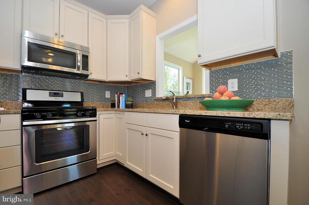 Kitchen - 724 NORTH CHANNEL DR, GLEN BURNIE