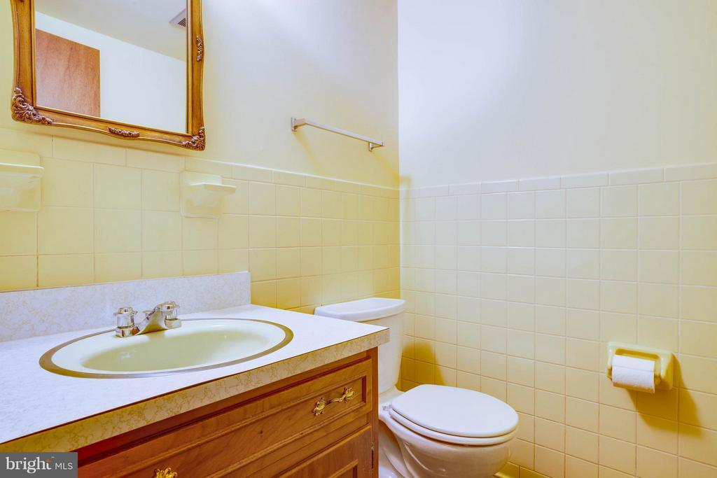 Bath - 5910 CONCORD DR, FREDERICKSBURG