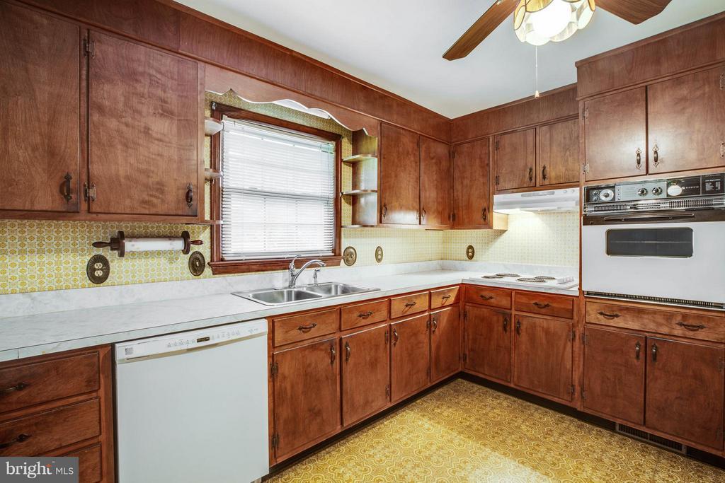 Kitchen - 5910 CONCORD DR, FREDERICKSBURG