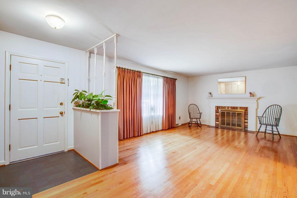 Living Room - 5910 CONCORD DR, FREDERICKSBURG