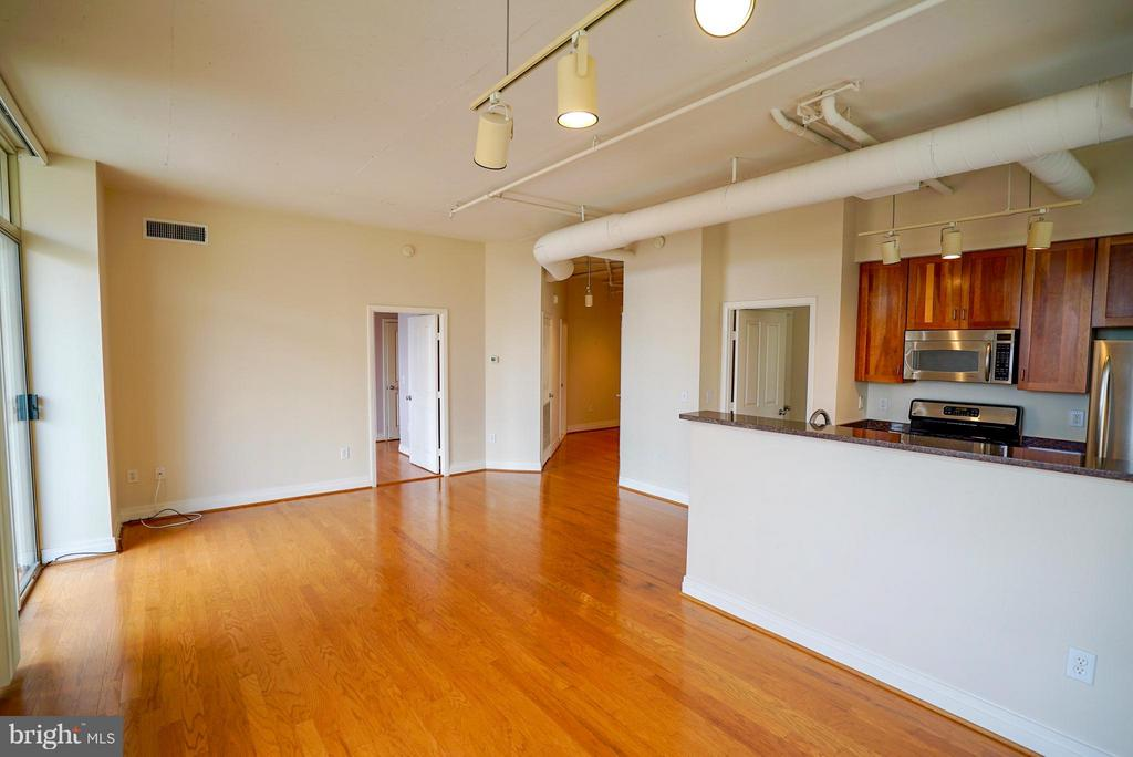 Bright living space - 1205 GARFIELD ST #408, ARLINGTON