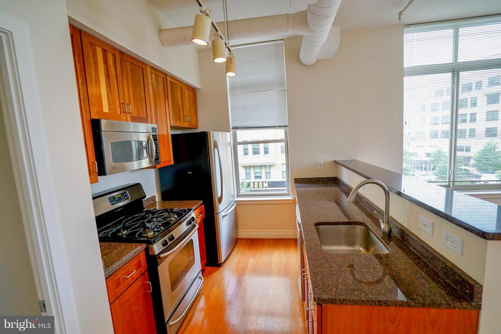 Spacious kitchen area - 1205 GARFIELD ST #408, ARLINGTON