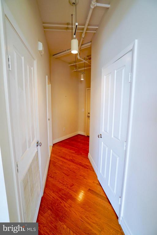 Foyer hallway entrance - 1205 GARFIELD ST #408, ARLINGTON