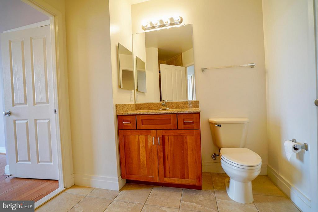 Second bathroom - 1205 GARFIELD ST #408, ARLINGTON
