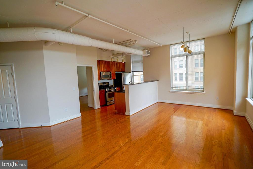 Living and dining area - 1205 GARFIELD ST #408, ARLINGTON