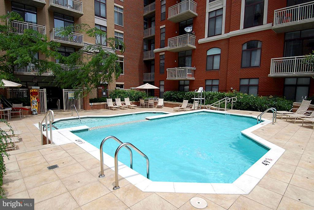 Community pool - 1205 GARFIELD ST #408, ARLINGTON