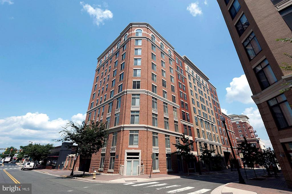 Station Square - in the heart of Clarendon - 1205 GARFIELD ST #408, ARLINGTON