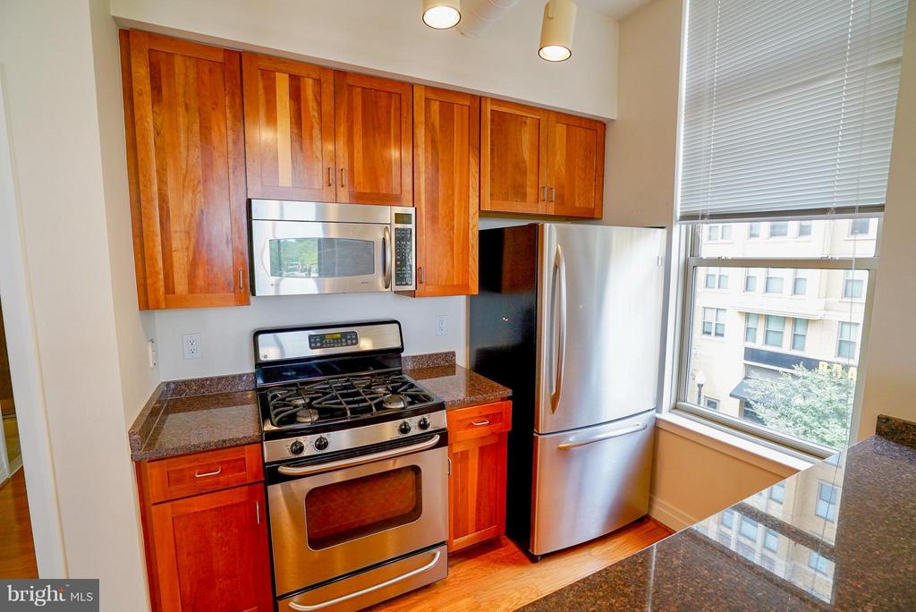 Stainless steel appliances - 1205 GARFIELD ST #408, ARLINGTON
