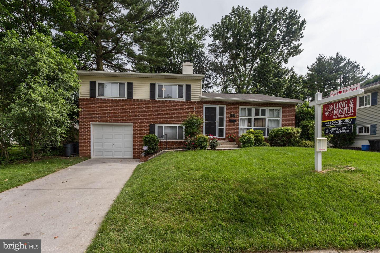Photo of home for sale at 303 Galway Road, Lutherville Timonium MD