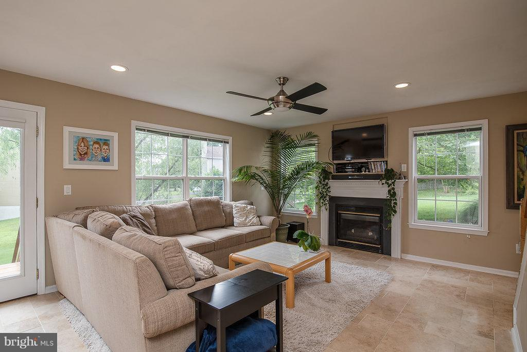 Family Room - 31 WESTBROOK LN, STAFFORD