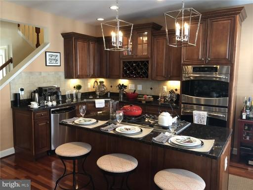 Gourmet Kitchen - 2607 S KENMORE CT, ARLINGTON
