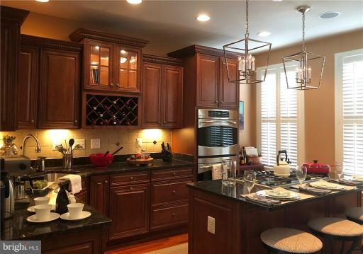 Double Wall ovens, Breakfast Bar - 2607 S KENMORE CT, ARLINGTON