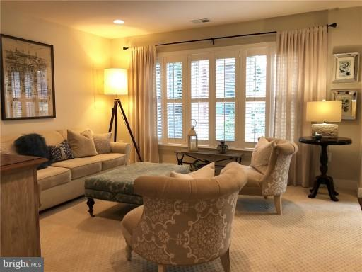 Entry Level Family Room - 2607 S KENMORE CT, ARLINGTON