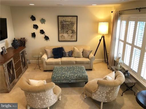 Entry Level Family Room II - 2607 S KENMORE CT, ARLINGTON