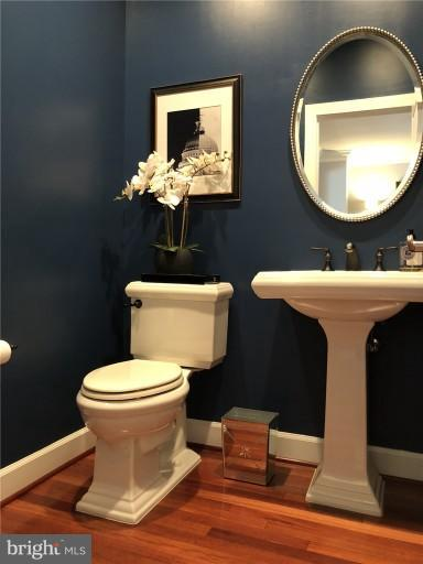 Main Level Powder Room - 2607 S KENMORE CT, ARLINGTON