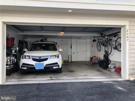 2-car garage w/storage - 2607 S KENMORE CT, ARLINGTON