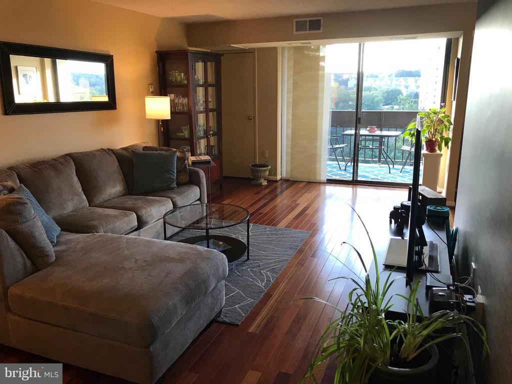 Living Room - 5300 HOLMES RUN PKWY #1216, ALEXANDRIA