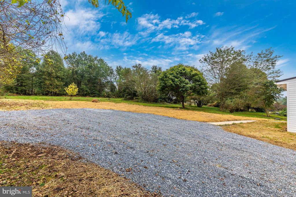 Large driveeway. Plenty of parking! - 12543 BRANDENBURG HOLLOW RD, MYERSVILLE