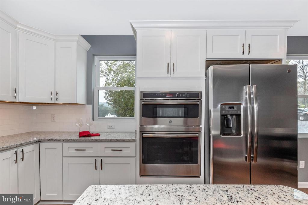 Stainless steel appliances. - 12543 BRANDENBURG HOLLOW RD, MYERSVILLE