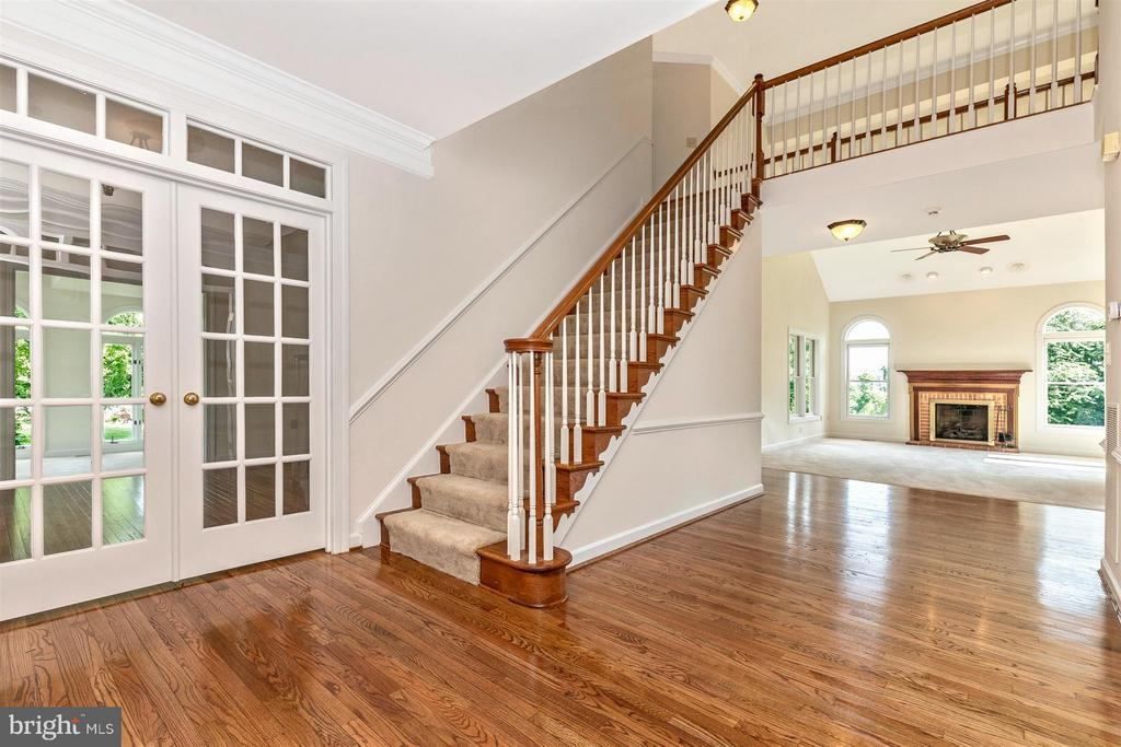 Welcoming Entry Foyer - Newly Finished Wood Floors - 5580 BROADMOOR TER N, IJAMSVILLE