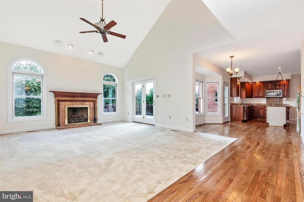 Two Story Grand Family Room with Fireplace - 5580 BROADMOOR TER N, IJAMSVILLE