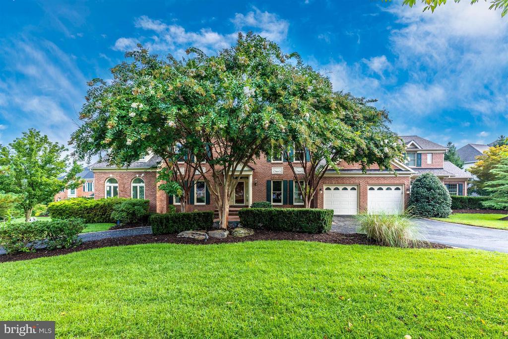 Welcome Home to 5580 Broadmoor Terrace North! - 5580 BROADMOOR TER N, IJAMSVILLE