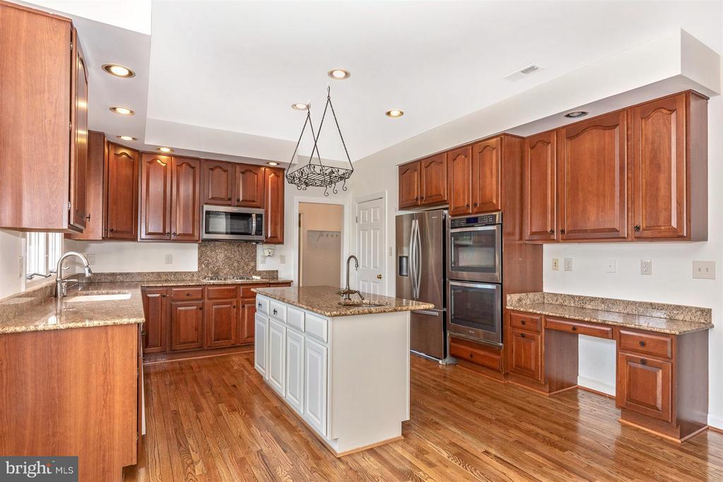Kitchen - Great Updates and Extra Desk Space - 5580 BROADMOOR TER N, IJAMSVILLE