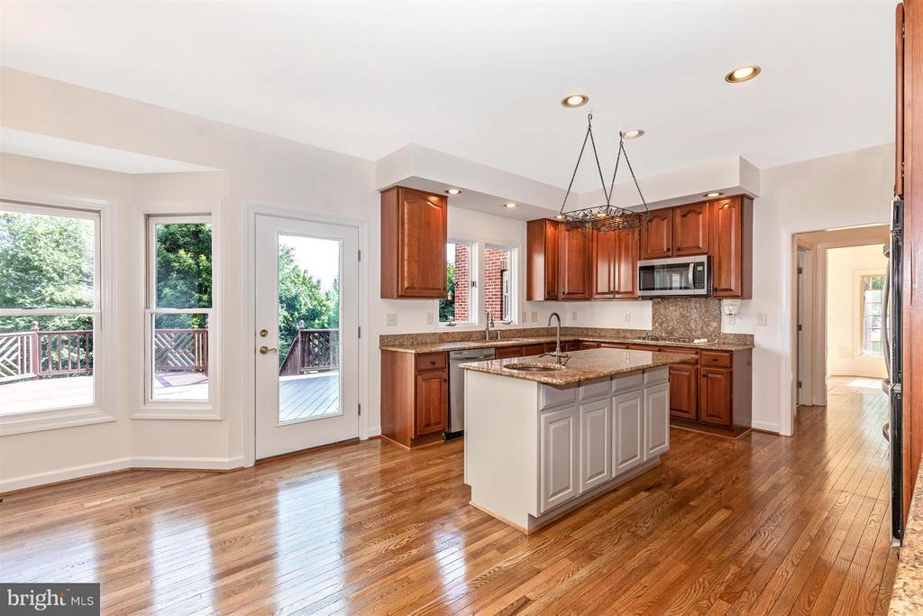 Kitchen - Breakfast Nook - Table Space - 5580 BROADMOOR TER N, IJAMSVILLE