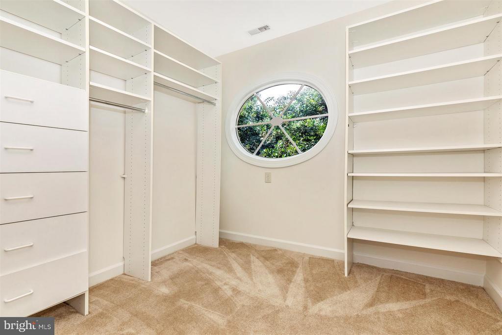 Amazing Master Bedroom Custom Closet - 5580 BROADMOOR TER N, IJAMSVILLE