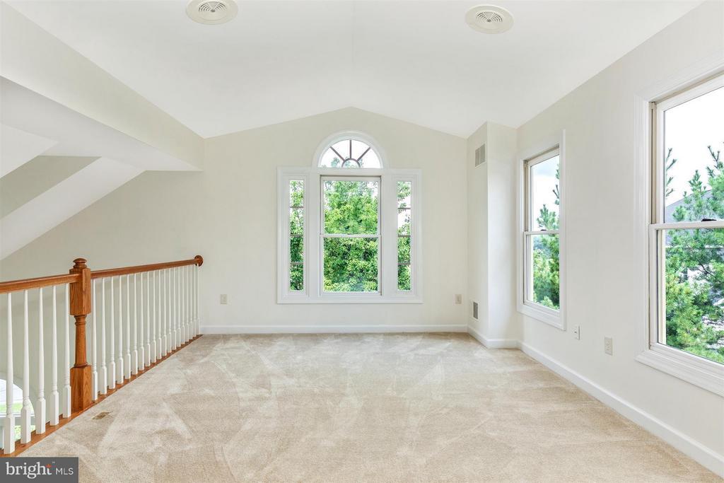 Master Bedroom Sitting Room Loft - Over Solarium - 5580 BROADMOOR TER N, IJAMSVILLE