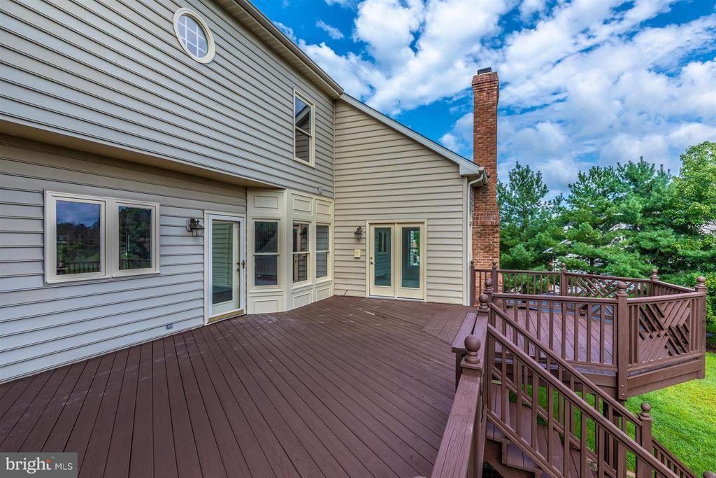 Gorgeous Yard with Large Deck - Just Refinished - 5580 BROADMOOR TER N, IJAMSVILLE