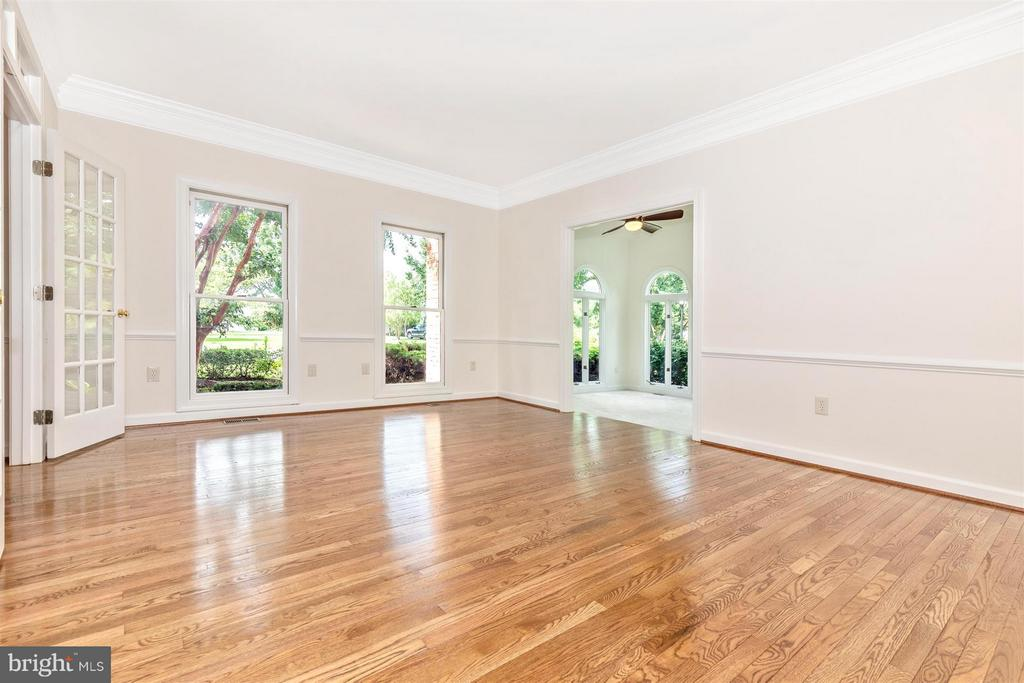 Formal Living Room - Entry to Solarium - 5580 BROADMOOR TER N, IJAMSVILLE