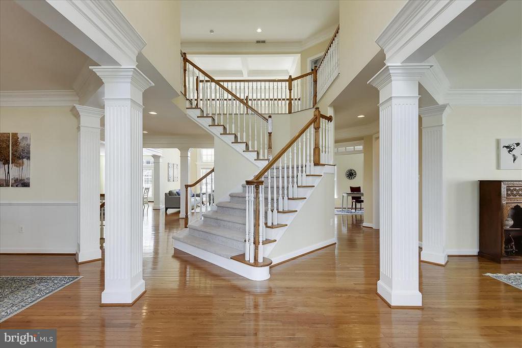 Beautiful,, gleaming hardwood floors on main level - 4026 BELGRAVE CIR, FREDERICK