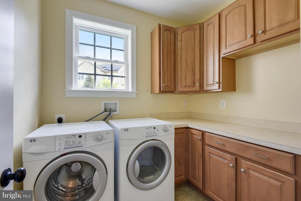 Main Level Laundry Room - 4026 BELGRAVE CIR, FREDERICK