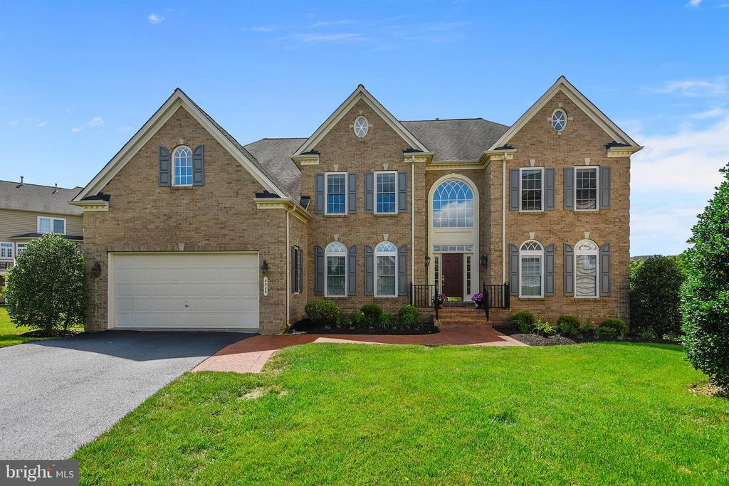 Well-maintained,level lawn w/extended driveway - 4026 BELGRAVE CIR, FREDERICK