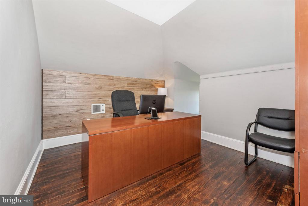 Top floor 2nd office - 709 E MAIN ST, MIDDLETOWN