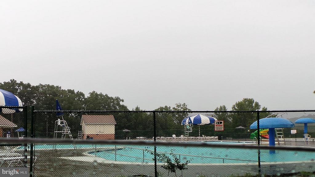 Outdoor pool - 102 MARINE CV, STAFFORD