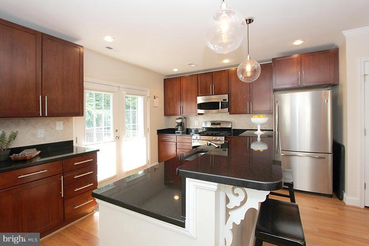 Additional photo for property listing at 904 Webster St NW 904 Webster St NW Washington, District Of Columbia 20011 United States