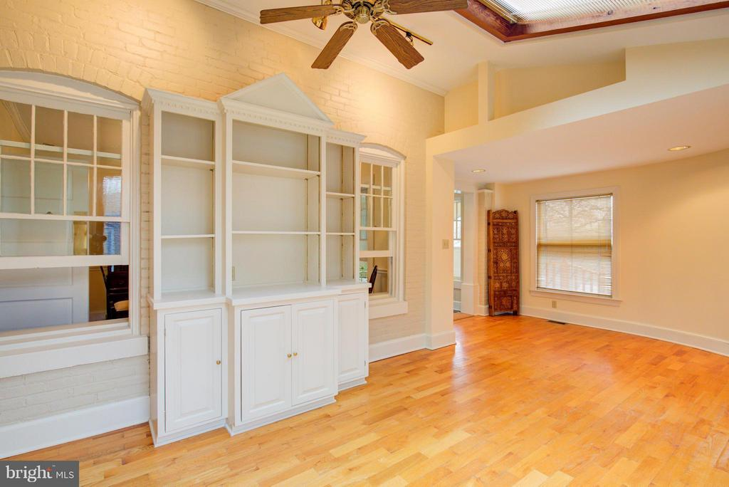 Beautifully, detailed built-in's - 311 STONEWALL AVE, WINCHESTER