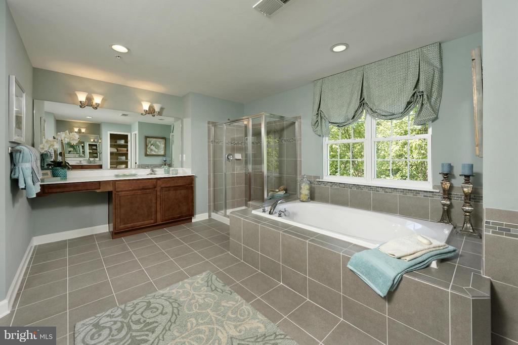 Bath (Master) - 4102 ETHAN MANOR RD, CLINTON