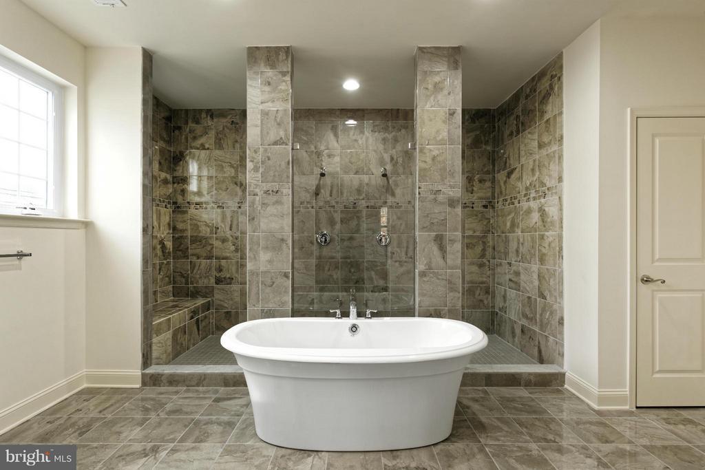 Bath (Master) - 4106 ETHAN MANOR RD, CLINTON