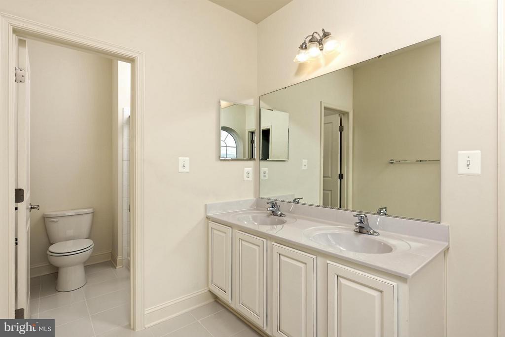 Bath - 4106 ETHAN MANOR RD, CLINTON