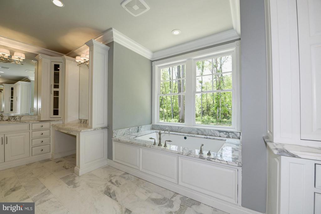 Bath (Master) - 893 GEORGETOWN RIDGE CT, MCLEAN