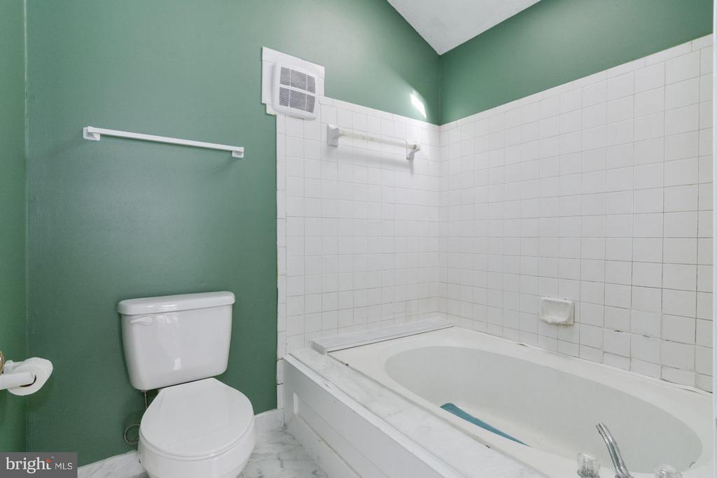 Bath (Master) - 20 POTOMAC VIEW LN, STAFFORD