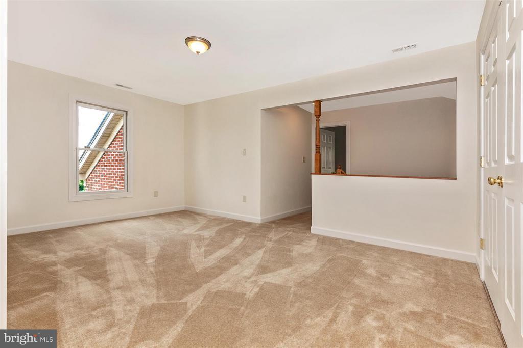 Upper Level Bonus room - 5580 BROADMOOR TER N, IJAMSVILLE
