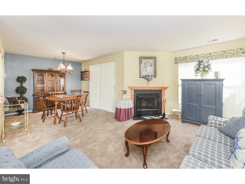 独户住宅 为 销售 在 81 ANDOVER Place 罗宾斯维尔, 新泽西州 08691 美国