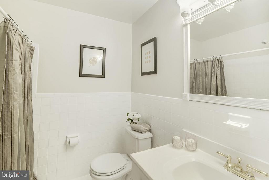 Bath - 11406 ORLEANS WAY, KENSINGTON