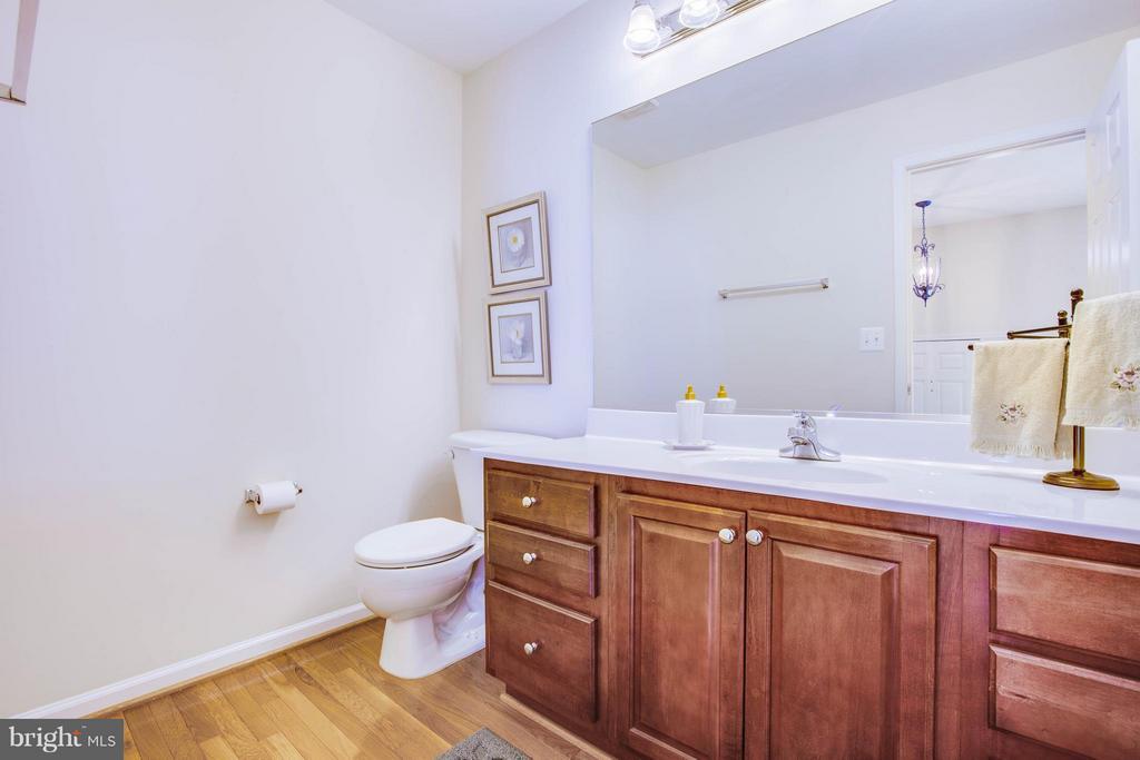 Kitchen level Half Bath - 513 DUNMORE ST, FREDERICKSBURG